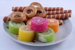 O doce de fruta, varas doces, bagels fecha-se acima imagens de stock