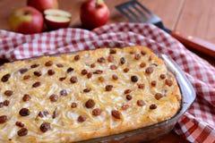 O doce roasted a massa com sementes de papoila, maçãs e queijo de coalho Imagem de Stock