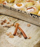 O doce suportou a maçã com açúcar pulverizado para a ação de graças Imagens de Stock