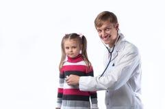 O doutor e a menina Fotos de Stock Royalty Free