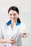 O doutor entrega o telefone móvel foto de stock royalty free
