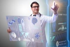 O doutor masculino novo no conceito médico futurista imagem de stock
