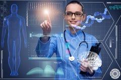 O doutor no conceito médico futurista que pressiona o botão Foto de Stock Royalty Free