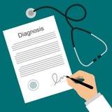O doutor põe a assinatura na lista do diagnóstico Fotos de Stock Royalty Free