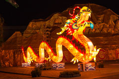 O dragão colorido no festival de lanternas de Alangkarn Fotos de Stock Royalty Free
