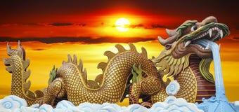 O dragão dourado grande Imagens de Stock Royalty Free