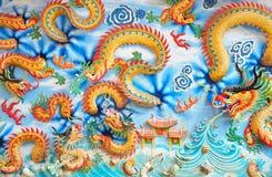 O dragão dourado na parede Fotografia de Stock Royalty Free