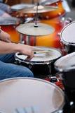 O drummer& x27; mãos de s imagens de stock royalty free