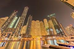 O Dubai - 9 de agosto de 2014: distrito do porto de Dubai Fotografia de Stock