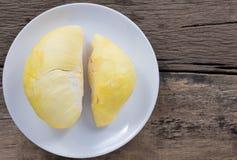 O Durian maduro em um prato, Durian é fruto tropical Foto de Stock
