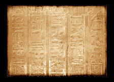 O Egyptian canta na parede, grunge imagens de stock royalty free