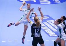 O EHF das mulheres patrocina a liga - CSM BUCARESTE contra GYORI AUDI ETO KC Foto de Stock