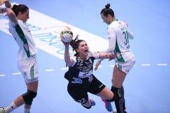 O EHF das mulheres patrocina a liga - CSM BUCARESTE contra GYORI AUDI ETO KC Imagem de Stock