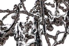 O elemento de uma figura abstrata do cromo chapeou o aço que simula a fluidez e que espirra o líquido fotos de stock