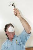 O eletricista trabalha com segurança Foto de Stock Royalty Free