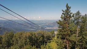 O elevador de esqui em Manzherok no Altai imagens de stock