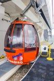 O elevador de esqui à parte superior da montanha em uma altura de 2400 medidores nos cumes Imagens de Stock Royalty Free