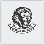 O emblema com leão Imagens de Stock Royalty Free