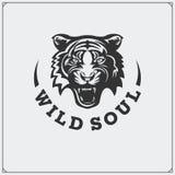 O emblema com tigre Imagens de Stock