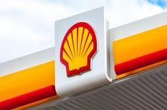 O emblema da empresa petrolífera de Royal Dutch Shell Imagem de Stock Royalty Free