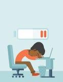 O empregado cai adormecido em sua mesa Fotos de Stock Royalty Free