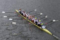 O enfileiramento dos E.U. compete na cabeça do campeonato Fours de Charles Regatta Men Imagem de Stock