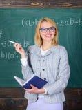 O ensino eficaz envolve adquirir o conhecimento relevante sobre estudantes Qualidades que fazem o bom professor Os princípios pod fotografia de stock