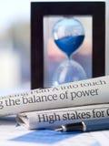O equilíbrio de forças imagens de stock
