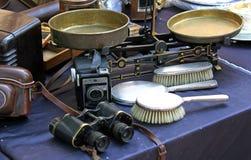 O equilíbrio e as escovas binoculares e o outro vintage objetam para a venda Imagens de Stock