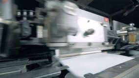 O equipamento automatizado move livros, facilidade tipográfica filme