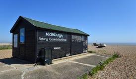 O equipamento de pesca e a isca de Aldeburgh compram no Suffolk da praia de Aldeburgh Foto de Stock