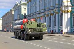 O equipamento militar do russo vai ao ensaio da vitória Imagem de Stock