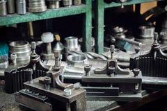 O equipamento velho da máquina-instrumento Fotos de Stock