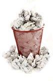 O escaninho de lixo é enchido com o desperdício do papel Imagem de Stock Royalty Free