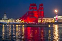 O escarlate das velas envia durante o festival em St Petersburg Foto de Stock