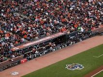 O esconderijo subterrâneo de Giants, jogadores está a ação de observação NLCS Fotografia de Stock