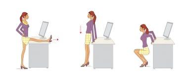 O escrit?rio executa exerc?cios A jovem mulher no escritório executa exercícios para reforçar os braços e os pés usando o desktop ilustração do vetor