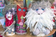 O espírito da casa, a bruxa e o gato são caráteres do conto de fadas dos contos populares do russo fotografia de stock royalty free