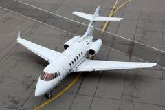O espaço aéreo britânico privado 125-800B VP-CDE que taxiing em Sheremetyev Fotos de Stock