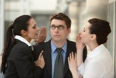 O espaço de escritórios c do sucesso de três pessoas Fotografia de Stock Royalty Free