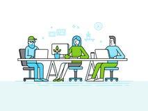 O espaço de escritórios de Coworking - equipe criativa dos povos que trabalham no ilustração royalty free