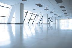 O espaço de escritórios vazio com grande janela fotografia de stock
