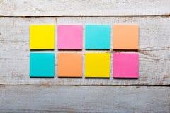 O espaço em branco pegajoso colorido das notas? e apronta-se para a cópia Fotografia de Stock