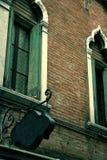 O ESPAÇO EM BRANCO velho do restaurante assina dentro Veneza fotos de stock royalty free