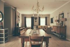 O espaço para refeições e sala de visitas de uma casa suburbana Imagens de Stock Royalty Free