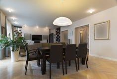 O espaço para refeições no interior ilusório do apartamento Fotos de Stock