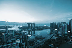 O espaço vazio para o texto na cidade de Singapura e a bolha conversam para o commu fotos de stock