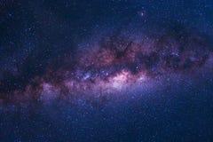 O espaço colorido disparou da galáxia da Via Látea com estrelas em uma noite SK Imagem de Stock