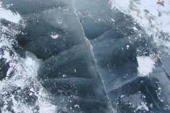 O espelho da água é coberto com o gelo do rio de Dnieper perto da ilha de Khortitsa no inverno gelado Cidade de Zaporozhye Ukra Fotografia de Stock Royalty Free