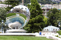 O espelho reflete o casino de Monte - Carlo Foto de Stock Royalty Free